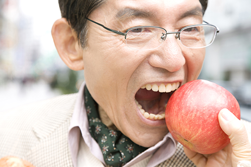 例3)総義歯が動いてうまく噛めない